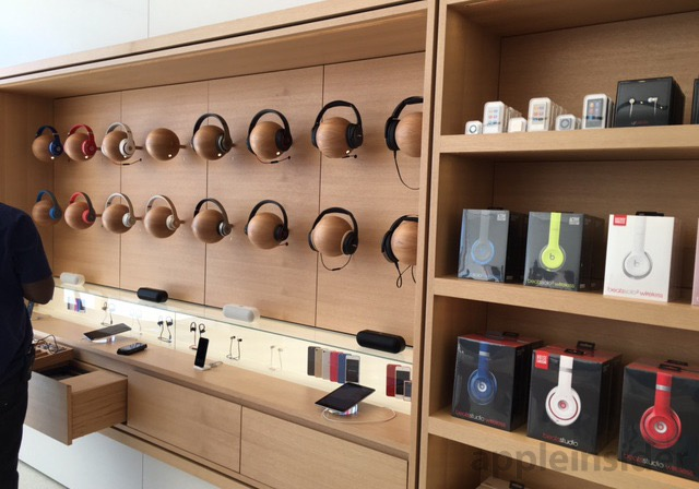 In December, 60 Minutes viewers got a peek at Apple's next-generation  design when correspondent Charlie Rose spoke to Ahrendts in a mock store  located in an ...