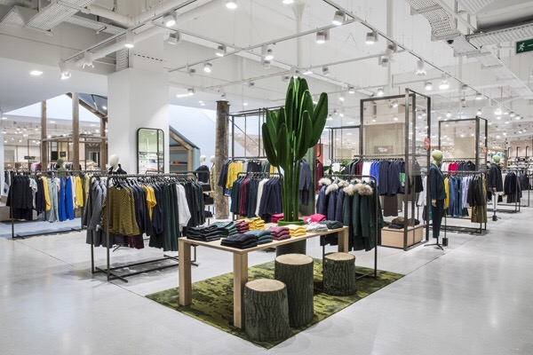 9765e21e Galeries Lafayette has unveiled a new flagship store at the heart of the  new extension to the Carré Sénart shopping centre in Paris. The opening  marks the ...